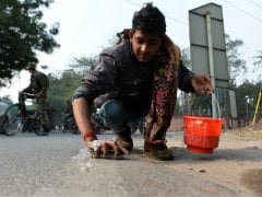 For Obama's Taj Visit, 600 Workers Scrub Streets for Rs. 300 a Day