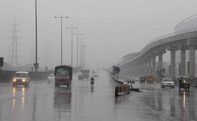 Light Rain in Delhi Adds to Winter Chill; More Than 50 Trains Delayed