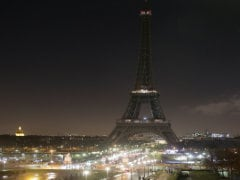 Eiffel Tower Goes Dark in Tribute to Paris Attack Victims