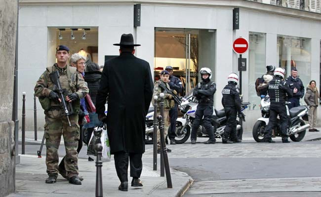 France Hunts for Attack Accomplices, Deploys 10,000 Troops