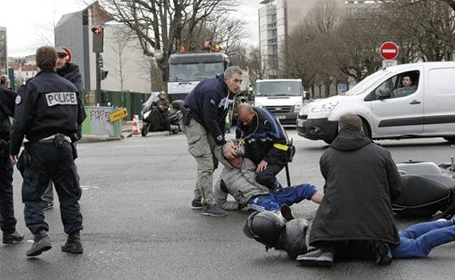 Police Storm Paris Grocery Where Gunman Holds 5 Hostages