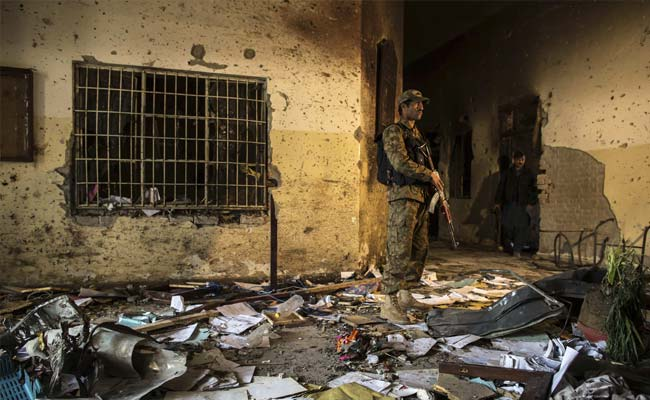 Pakistan Leaders Agree to Set Up Military Courts to Try Terrorists
