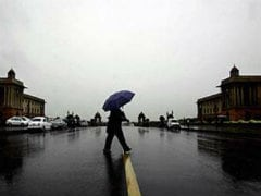 Light Showers, Strong Winds Hit Delhi Early Sunday Morning
