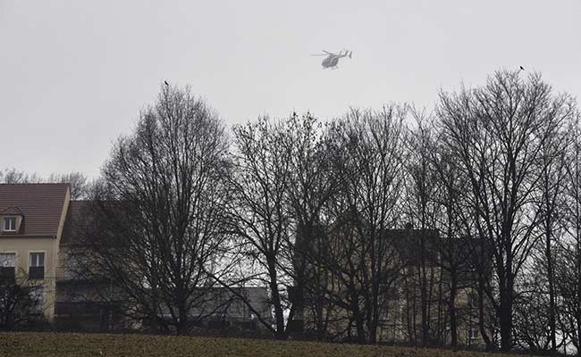 Charlie Hebdo Suspects Holed Up in Building Near Paris Airport: 10 Developments