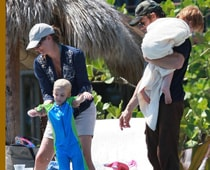 Julia Roberts keeps kids away from sweets