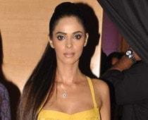 Mallika Sherawat adds glamour to LFW