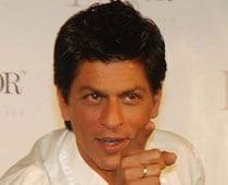 Shah Rukh's Pakistani cousin comes bearing gifts from Karachi