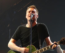 Bryan Adams apologises to his fans