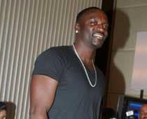 Akon Takes Off Shirt, A La Salman Khan