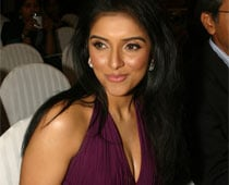 No One Is My Closest Friend In Bollywood, Says Asin