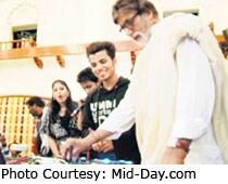 Big B turns DJ at Aarakshan's wrap-up party
