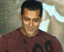Salman Khan postpones his treatment in the US