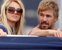 Britney Spears launches her European tour with boyfriend