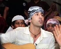 Ranbir attends qawwali night at Hazrat Nizamuddin