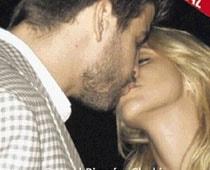 Shakira denies rumours of breakup with Pique