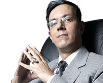 Rajat Kapoor hunts female lead online for upcoming film