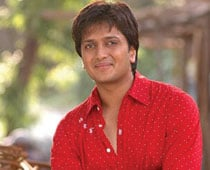 Bollywood floods Riteish with B'day wishes