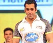 Salman dances the night away at Sohail's birthday bash