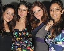 Neelam denies stoking rumours on SRK's reported affair