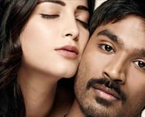 Dhanush watches <i>3</i> with fans
