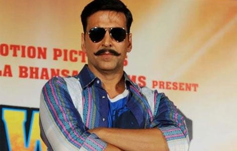 Akshay Kumar donates Rs 5 lakh to young dancers