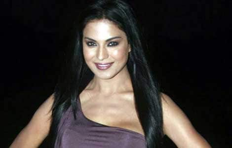 Veena Malik hunts for a man like Big B