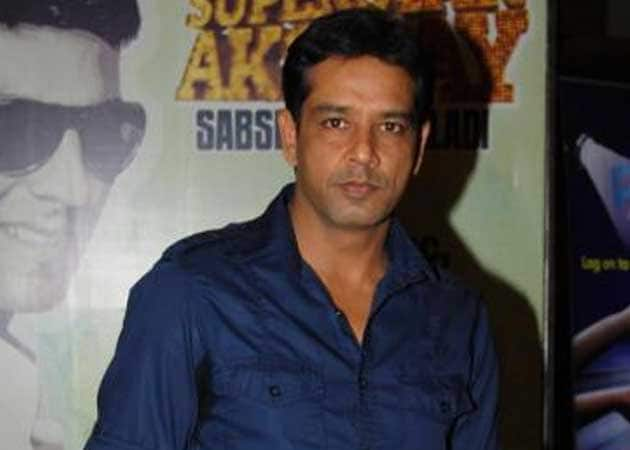 Theatre challenging, like an exercise: Anup Soni