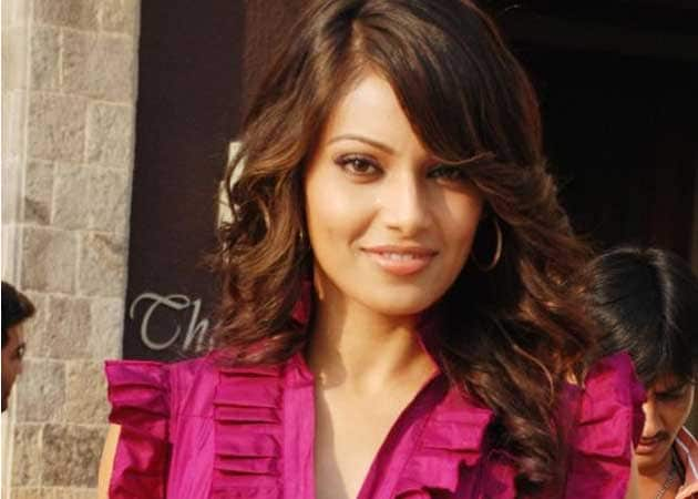 I am single, says Bipasha Basu