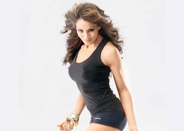 Bipasha muscles in on fitness