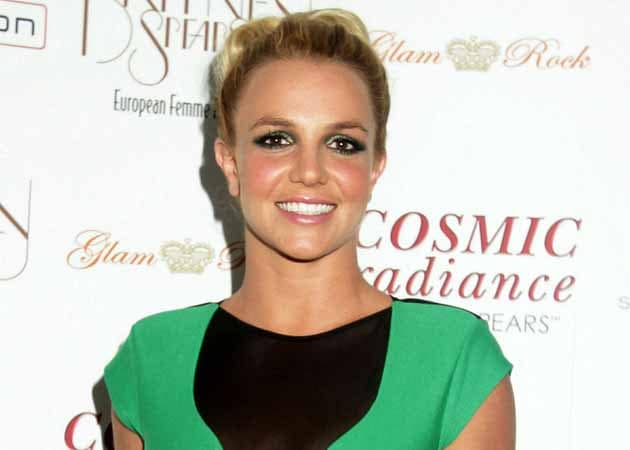 Britney Spears takes up golf