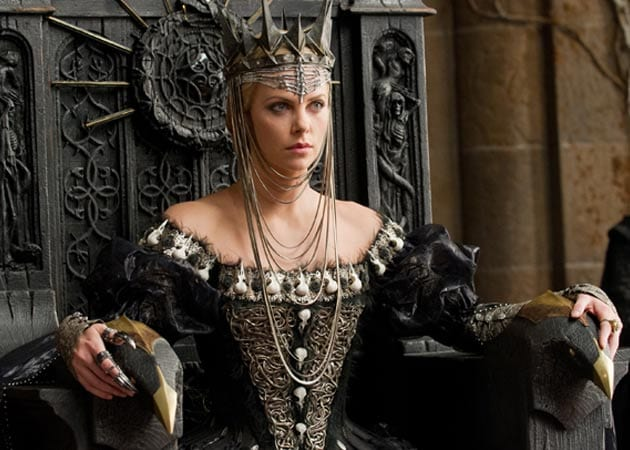 Unveiled: Charlize Theron's evil queen from <i>Snow White and The Huntsman</i>