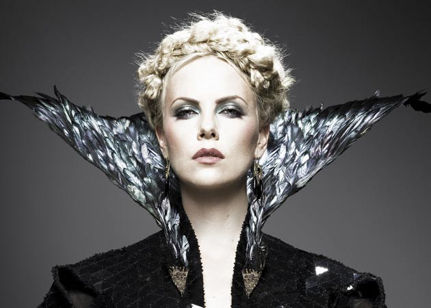 "Charlize Theron ""hated"" saying ""mirror mirror, on the wall"""