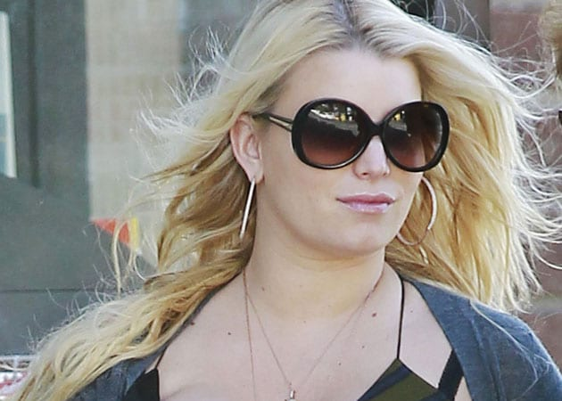 Jessica Simpson signs a $ 4 million deal