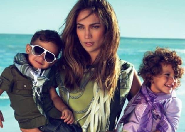 Jennifer Lopez asks court to take kids on tour