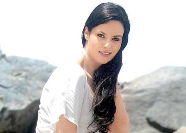 Elena Kazan to star opposite Randeep Hooda in <i>John Day</i>