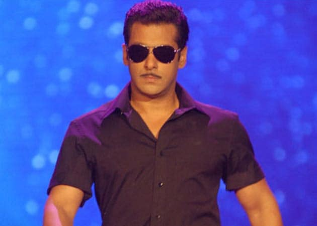 There'll be a Khan at IIFA after all: SRK out, Salman in