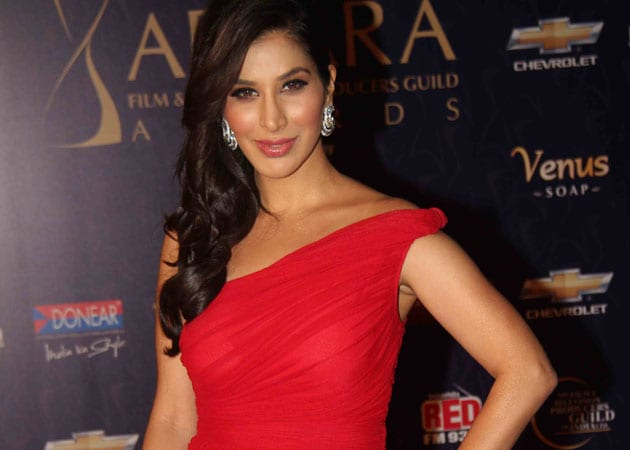 Sophie Choudry to host Jay Leno on his trip to India