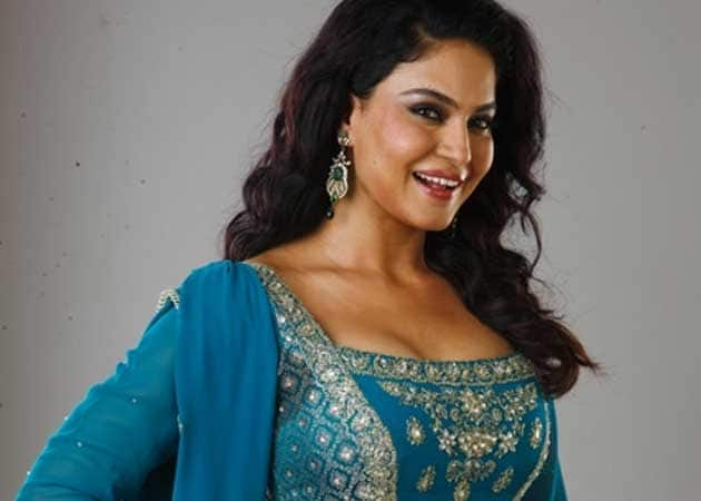Veena Malik gets curvy, says size zero doesn't exist in South