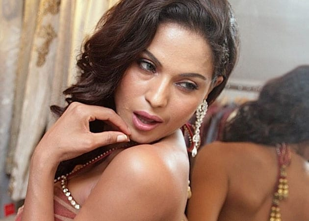 Sri Rama Sene protests casting of Veena Malik in Kannada <i>Dirty Picture</i>