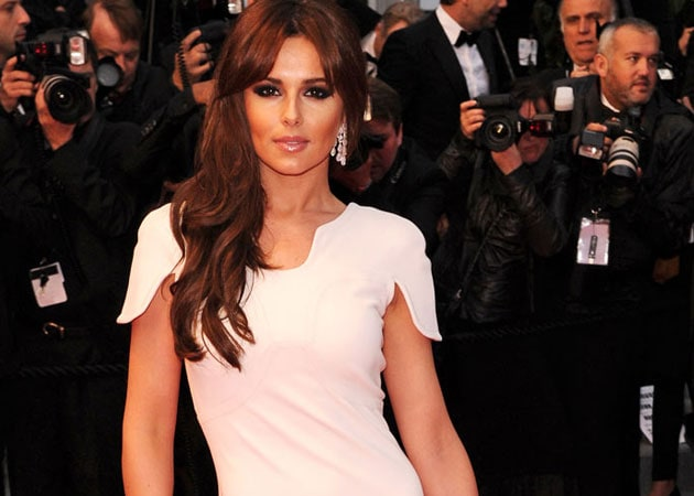 Cheryl Cole hires new boyfriend as backing dancer