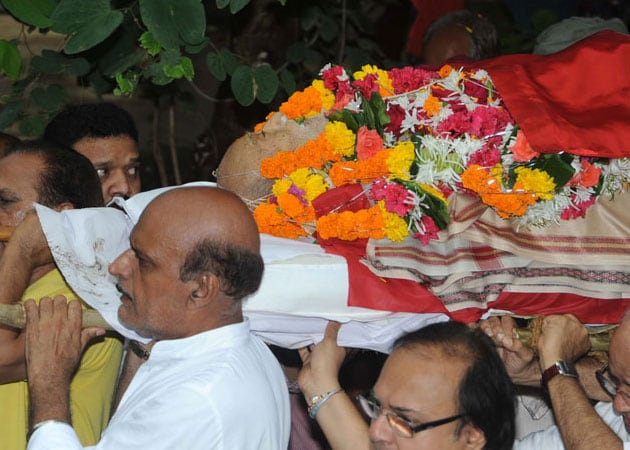 A K Hangal cremated; Bollywood biggies miss funeral