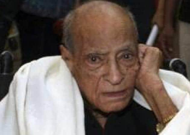 <i>Itna sannata kyun hai bhai</i>? Bollywood mourns A K Hangal