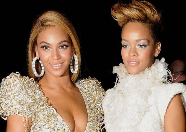 Rihanna tweets 'self-esteem destroying' Beyonce pic