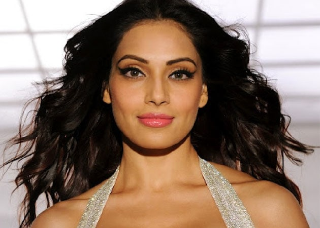 Bipasha Basu a sex icon, not flop actress: <i>Raaz 3</i> writer