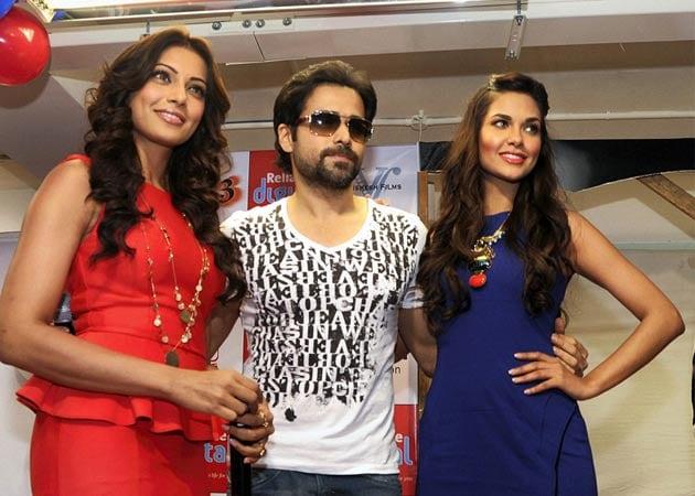 Nervous Esha Gupta was helped by Bipasha Basu for <i>Raaz 3</i>'s nude scene