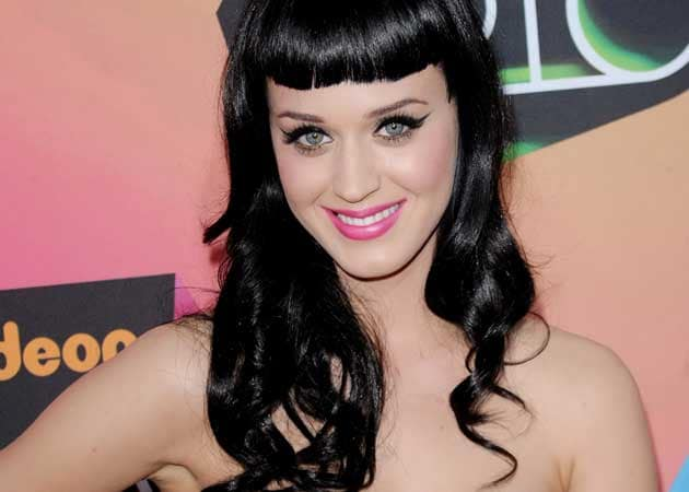 Katy Perry's friends worried that she's dating John Mayer
