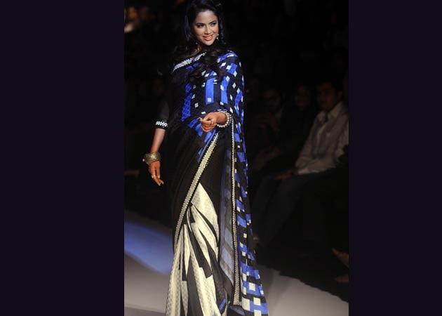 Lakme Fashion Week: Archana Kochhar's retro twist to digital prints