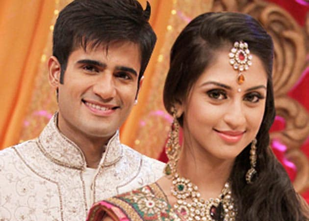 Not dating Krystle D'Souza, says her onscreen husband Karan Tacker