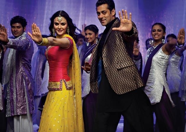 Salman Khan rocks in <i>Kudiye di kurti</i> with Preity Zinta