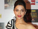 Deepika Padukone gets trophy from father